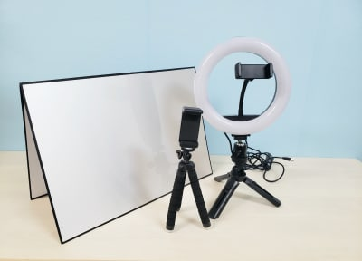 動画配信に便利なリングライト・スマホ三脚・レフ板もオプションでお貸し出ししております♪ - ブリーグ会議室 撮影・施術練習に!駅近の会議室の室内の写真