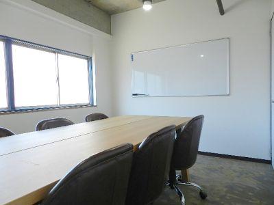 ネクスタ千葉新宿 会議室の室内の写真