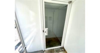 ・こちらの扉よりお入りください。 - Reborn自由が丘店 貸切りでコロナ禍でも安心♪の入口の写真