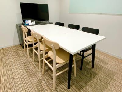 【6人部屋】ホワイトボードあります。 - ATOMica 貸し会議室【3人部屋】の室内の写真