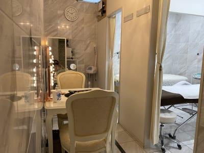 施術台の隣のスペースです。  - 貸しスペース GOLDの室内の写真