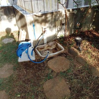 ホース付きの水道。 子供用プールの給水、芝生になにかこぼした場合の散水などにご利用ください。 こちらで洗剤を使って食器や調理器具の洗い物などは出来ません。軽くすすぐ程度なら大丈夫です。 - 旗の台シェアハウス ガーデンテラスの設備の写真