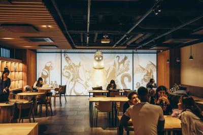 仕事や勉強など思い思いの時間をお過ごしください - WeBase 京都  コワーキングスペースの室内の写真
