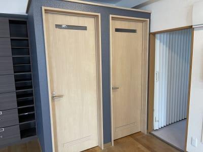 男女兼用の更衣室2部屋 - アサノダンススクール ダンススタジオの室内の写真