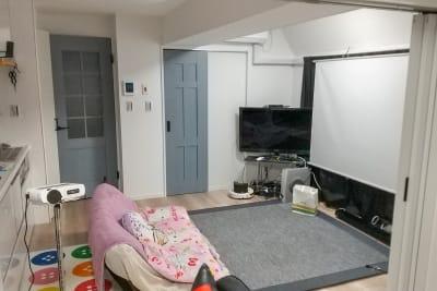 西新宿オウテカVR ひととうり揃えてあるスペースの室内の写真