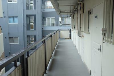 一番奥の部屋(405室)です。 - bluemoon 多目的レンタルスペースの入口の写真