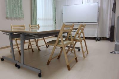 打合せ、商談、勉強会、塾、セミナー、など。 - 練馬レンタルスペース「goen」 シェアスペース、シェアサロンの室内の写真