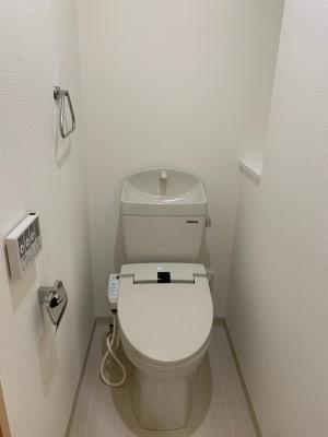専用トイレもあります。 - TIME GYM24 24時間利用可能なレンタルジムの室内の写真