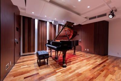 FAZIOLI F212 (2018年製) - 渋谷ホール&スタジオ 渋谷ホールの室内の写真