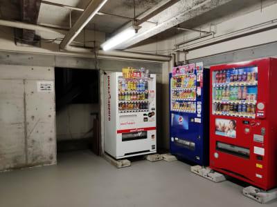 自動販売機は1階です - 渋谷ホール&スタジオ 渋谷ホールのその他の写真