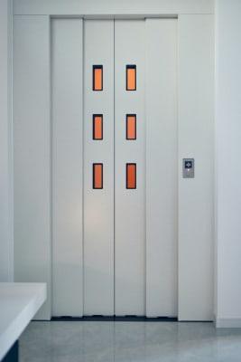 ホームエレベーター - COTERRACE 一軒家貸切の室内の写真