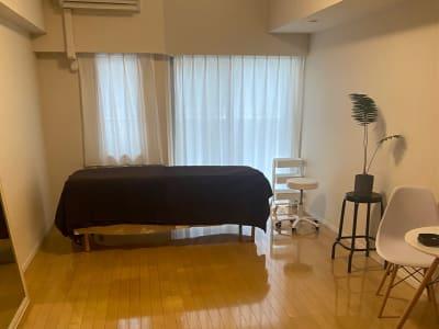 ベッドの畳んで収納することができます 10畳のお部屋です - 恵比寿西口サロン(スペース) キッチン付きレンタルスペースの室内の写真
