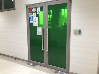 THE STATION BAR 多目的スペースの入口の写真