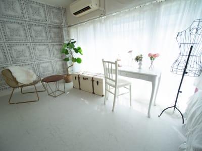 柔らかい自然光がたっぷり入る可愛いお部屋🌞 - DOLLY新大久保 天蓋付きの姫系の撮影スタジオの室内の写真