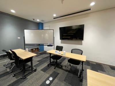 BIZcomfort神戸元町 セミナールーム<最大26名>の室内の写真