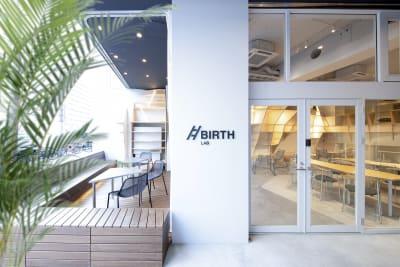 BIRTH LAB コワーキングスペースの入口の写真