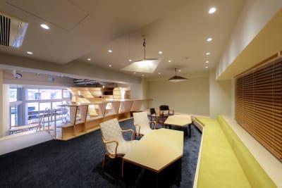 BIRTH LAB コワーキングスペースの室内の写真
