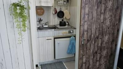 引き戸を開いたキッチン - アートキャップの写真スタジオ ポートレート撮影レンタルスタジオの室内の写真