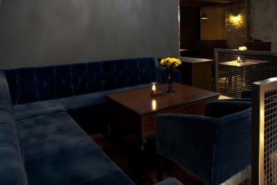 ソファー席 ~8名 - 三軒茶屋アールシティビル 多目的スペースの室内の写真