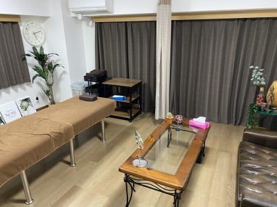 レンタルサロンの「ラクサロ」 施術ベッド付きレンタルサロンの室内の写真