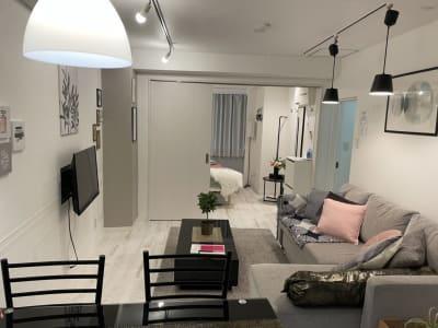 扇園(おうぎえん) 4Fパリのアパルトマン風ルームの室内の写真