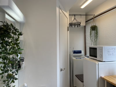 キッチン周り 独立洗面台がございます。 - 扇園(おうぎえん) 6Fパリのアパルトマン風ルームの室内の写真