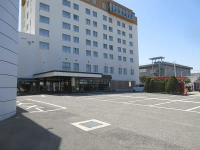 ラクラク平面無料駐車場  - 広島ダイヤモンドホテル 貸会議室「バラの間」の外観の写真