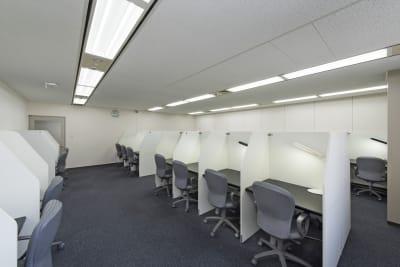私語電話NGのエリアになります。集中してお仕事をされたい時などはこちらをご利用ください。 - 銀座アントレサロン コワーキングスペース A席の室内の写真