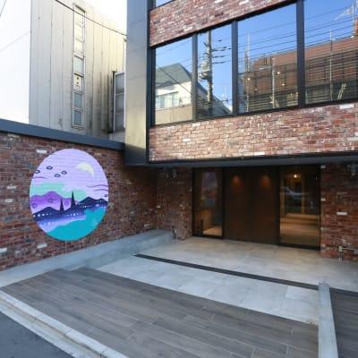 スワローム付き。台車も行き来可能 - A YOTSUYA 【撮影】地下1階イベントスペースの室内の写真