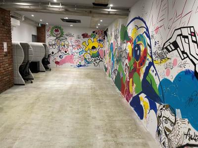 地下1階:バックヤード機材置きや更衣室でも利用可能 - A YOTSUYA 【撮影】地下1階イベントスペースの室内の写真