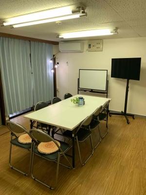 部屋全体 - ゼロ会議室 駅近会議室!リモートワークに最適の室内の写真