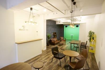 ブロキャストーキョー 配信専用撮影スタジオの室内の写真