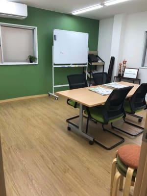 船橋レンタル教室 会議室の室内の写真