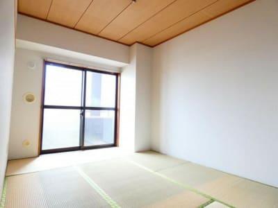 和室はオプションです。荷物置き場、着替え室、待合室、または、和室ならではのお稽古などに。一回貸し出し1200円です。 - シンプルな多様スペースahacu 使いやすい多目的スペースの設備の写真