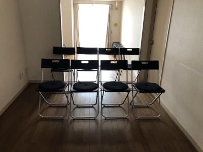 沢山の椅子も並べることができます。1〜20脚。 - シンプルな多様スペースahacu 使いやすい多目的スペースの室内の写真