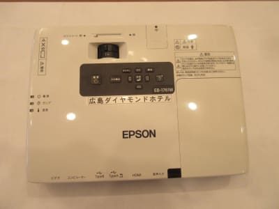 EPSON モデル:H478D 接続端子:HDMI - 広島ダイヤモンドホテル 貸会議室「802号室」の設備の写真