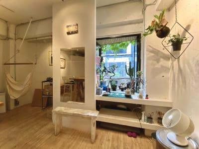 ご希望の方にはハンモックも無料でレンタル - JOINT Harajuku 2F 多目的スペース (1日利用の室内の写真
