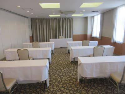 スクール形式最大40名まで可能 - 広島ダイヤモンドホテル 貸会議室「201号室」の室内の写真