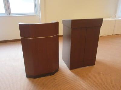 演台  司会台 - 広島ダイヤモンドホテル 貸会議室「201号室」の設備の写真