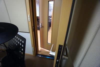 京都会議室 心華寺 奏音堂(ドラム室)の入口の写真