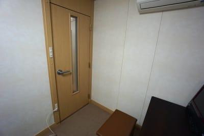 京都会議室 心華寺 奏音堂(ピアノ室2)の入口の写真
