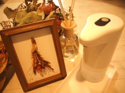 アルコール消毒もございます - レンタルサロンミモザ 名古屋レンタルサロンの室内の写真