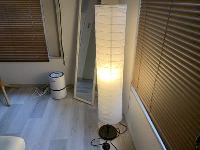 間接照明でリラックス空間を演出 - レンタルサロン「My room」 レンタルサロン My roomの設備の写真