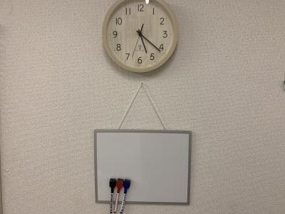 ホワイトボードでお客様にその場で施術に関する説明を行えます。 - レンタルサロン「My room」 レンタルサロン My roomの設備の写真