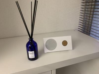 リラックスできるアロマの香りやBluetoothスピーカーもございます。 - レンタルサロン「My room」 レンタルサロン My roomの設備の写真