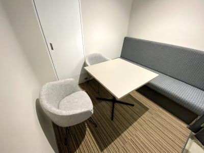 【3人部屋】ホワイトボードあります。 - ATOMica 貸し会議室【6人部屋】の室内の写真