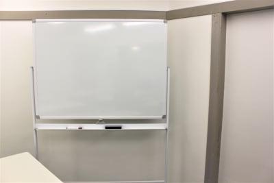 1200×900mm 高級ホーロー型ホワイトボード 消えやすいです! - ブルースペース上野御徒町 レンタルスペース・ダンススタジオの設備の写真