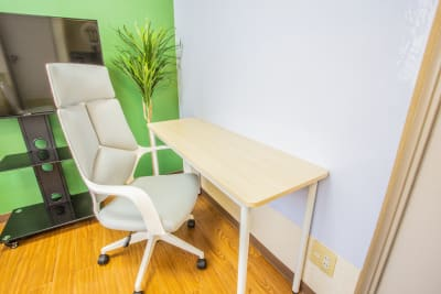 一人でゆったりとした時間も提供可能です。 - 会議室「GreenAce2」 貸し会議室の室内の写真