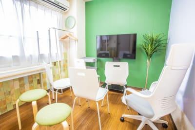 最大7名収容可能でございます。 - 会議室「GreenAce2」 貸し会議室の室内の写真