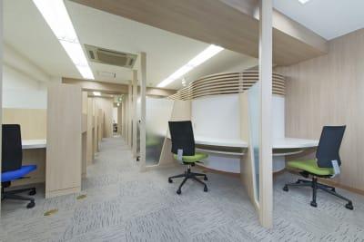 私語電話NGのエリアになります。集中してお仕事をされたい時などはこちらをご利用ください。 - 新宿アントレサロン コワーキングスペース D席の室内の写真